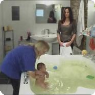 Водные процедуры для новорожденных (Видео)