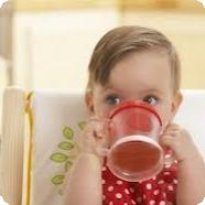 Когда приучать ребенка к чашке?